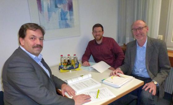 v.l.n.r.: Erster Beigeordneter Müller, Jens Hübner und Lutz Enzensperger