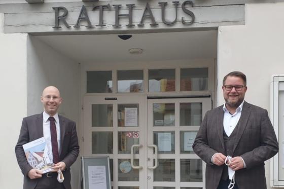 Kandidat Liebig mit Bürgermeister Lauxmann